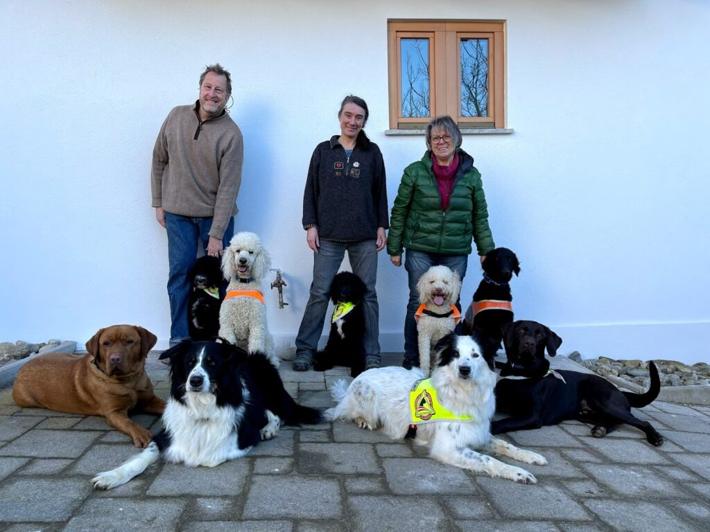 Board of Independence Dogs Austria with several dogs